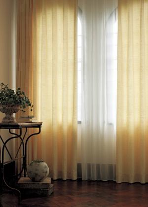 「遮光○級」と表記が無いカーテンは光が入りますが透けて見える訳ではありません。