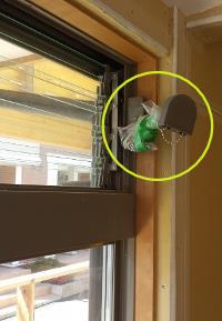 窓枠から飛び出すタイプのオペレーター